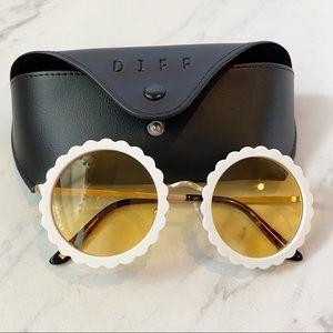 Diff Eyewear • Dixie White Flower Sunglasses
